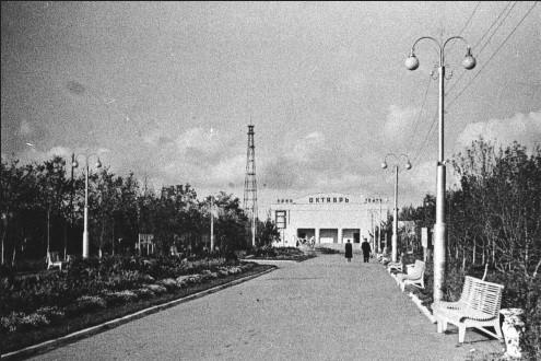 Летний кинотеатр «Октябрь» Центрального городского парка культуры и отдыха имени Ленина, где располагалась Детская школа искусств № 1