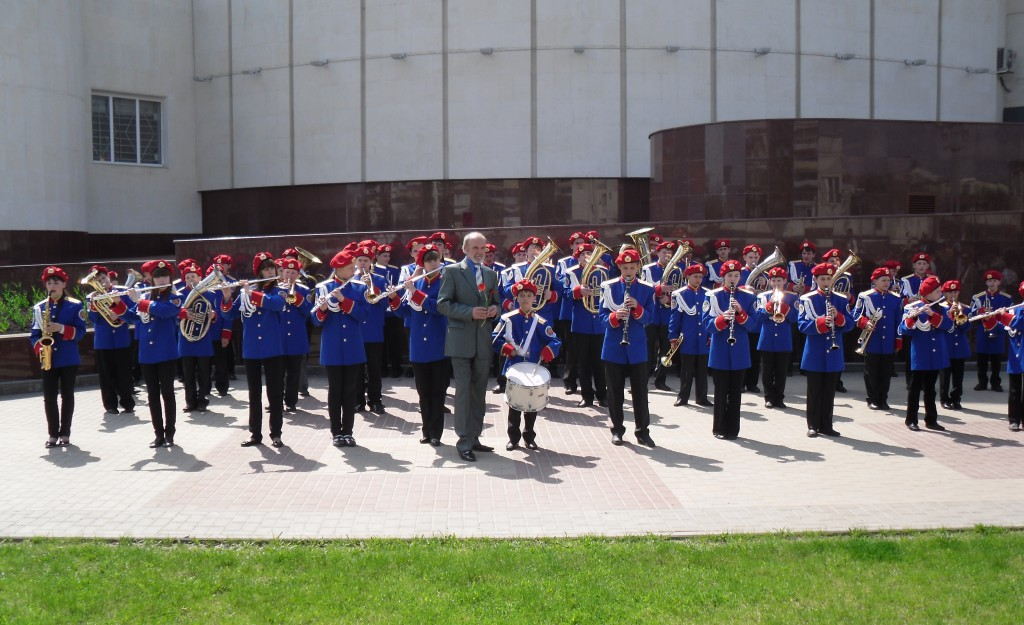 Духовой оркестр (рук. ЗРК РФ Попов Б. А.)